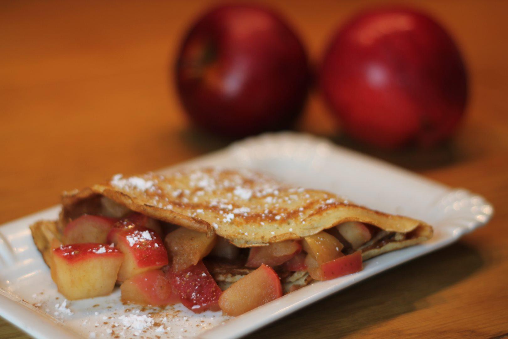 Crêpes mit Apfel-Zimt-Kompott