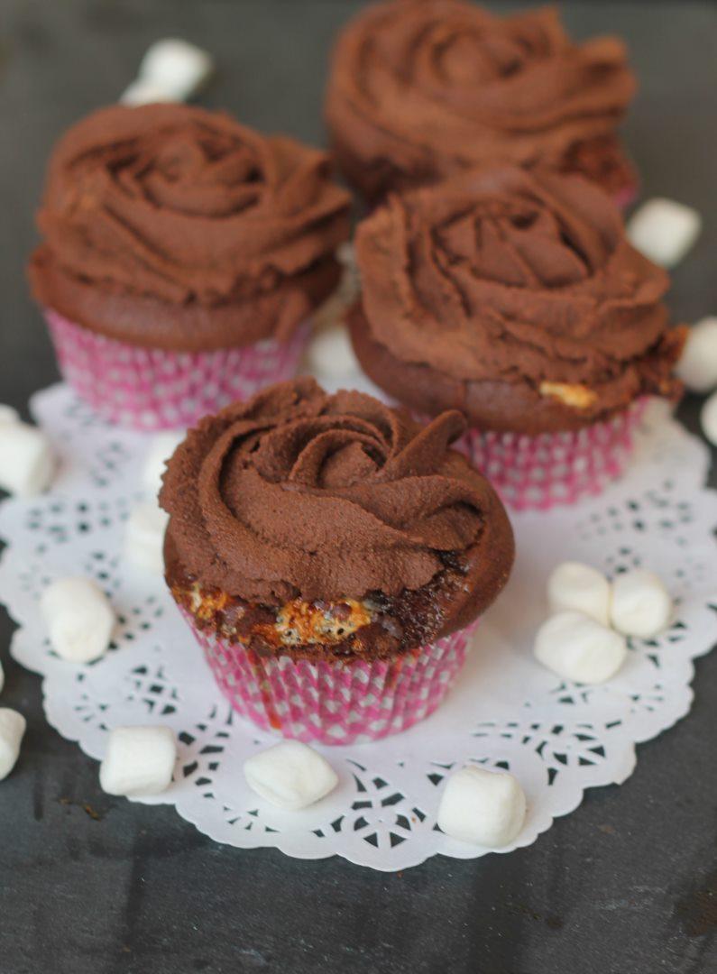 Mousse au Chocolat Cupcakes mit Marshmallows